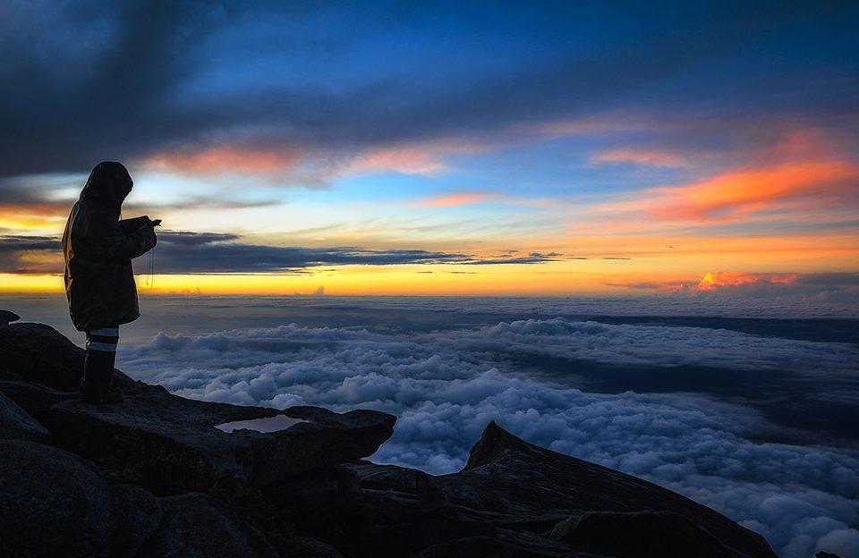 mount-kinabalu-sabah-malaysia-sunrise-nikon-d700-nikkor-24-70mm-azli-wahab
